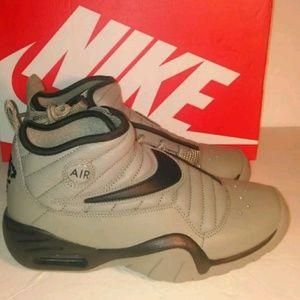 Nike Shoes - Nike Air Shake NDESTRUKT Dark Green Size 6.5 Youth 179e57134